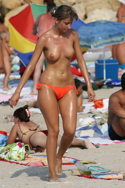 NAKED-MILF-ON-THE-BEACH-FOR-TOPLESS-LOVERS-z715jtrs01.jpg