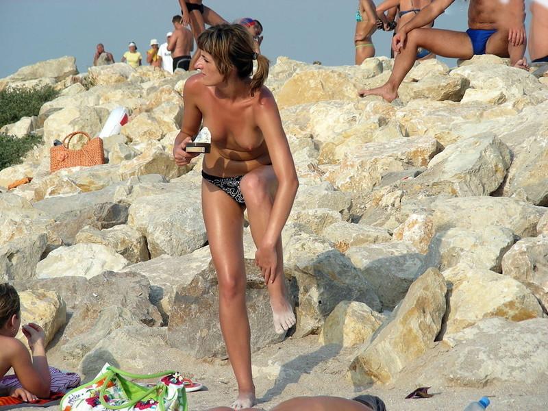 NAKED-MILF-ON-THE-BEACH-FOR-TOPLESS-LOVERS-c715jttf4p.jpg
