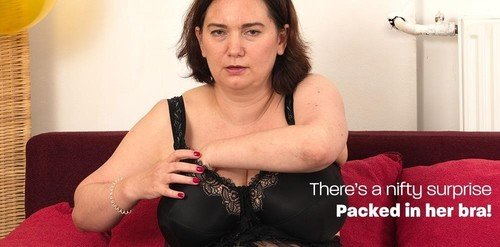 Curvy Mature Lady With Big Natural Tits And A Horny Ass And Huge Nipples [FullHD]