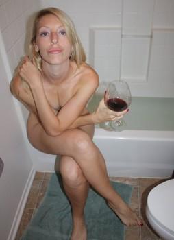 Sexy-Blonde-Slut-r71qsaeape.jpg