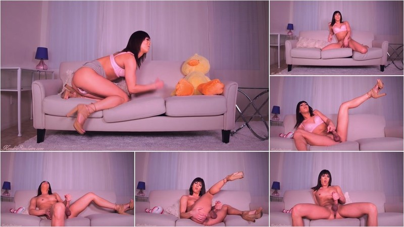 Kendra Sinclaire - Jacking Off For Boys While Screaming I'm A Lesbian [HD 720p]