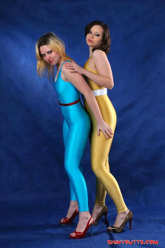 lesbian models Julia & Lydia kinky spandex photoset