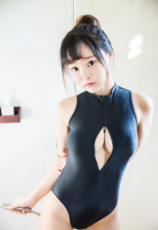 oriental cutie Xiuren in wet black swimsuit