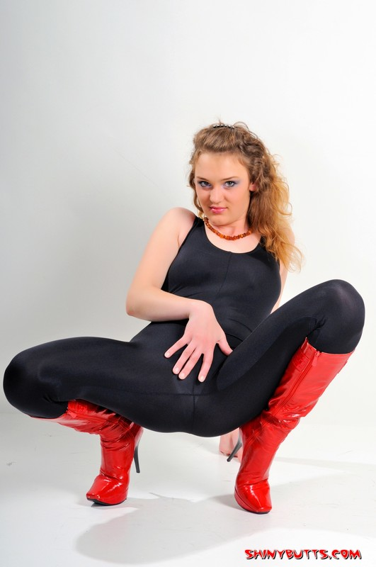 shiny butt model Lena in sexy boots & spandex outfit