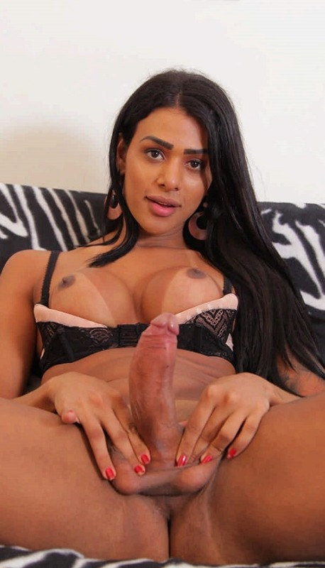 TS Julia Alves: Giant Anal Dildo Play (24 August 2020)