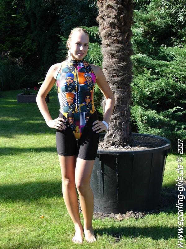 beautiful model Roxi in leotards & yogashorts