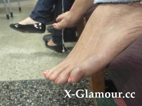 """Amateurs in """"Recorded These Pretty Feet While I Was In The Waiting Room"""" [SD]"""