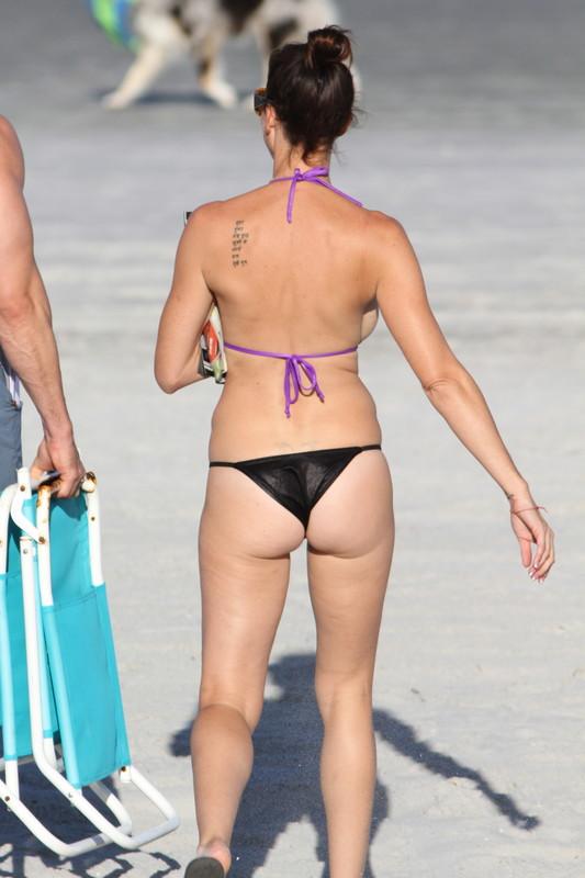 beautiful milf bikini voyeur photos