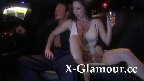 Ffm Threesome In A Limo [HD]