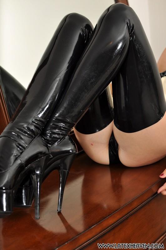 blonde hottie Racheal Lauren in latex lingerie & stockings