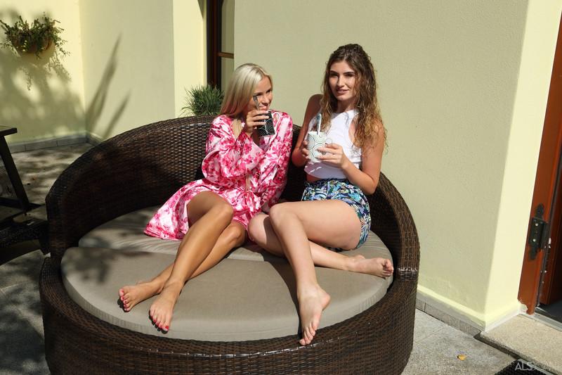 Candice Demellza & Lola Myluv - Coffee Date