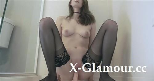 Amateurs - Sultry Slim Teen In Stockings Cumming Hard [HD/674p]