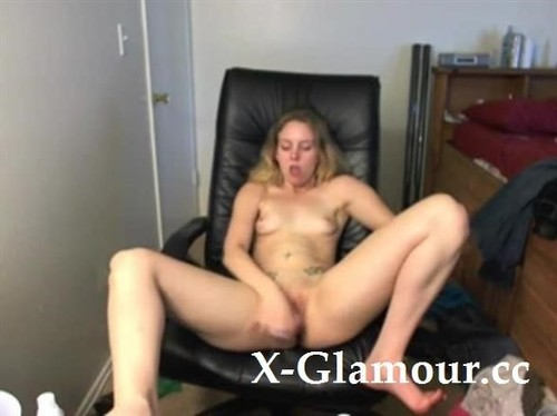 Adorable Blonde Solo Babe Masturbating [SD]
