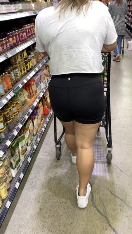 grocery shop milf in tight black yogashorts