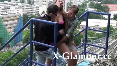 Public Mmf With A Blonde [SD]