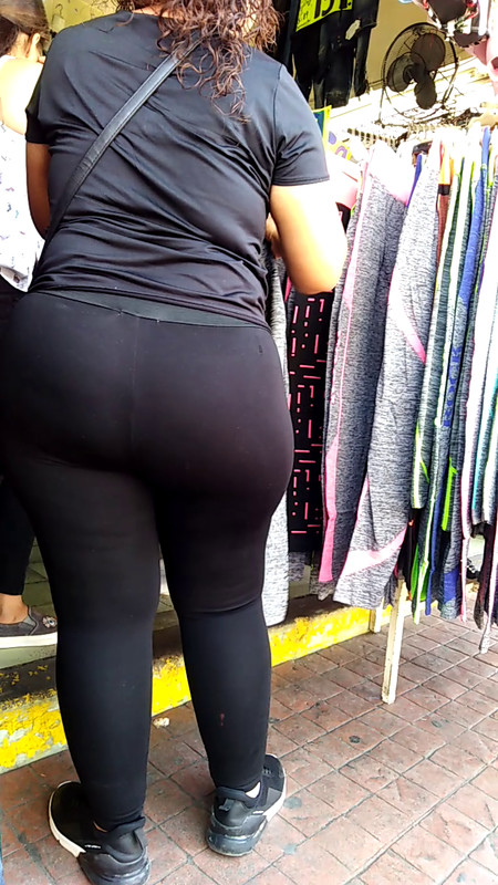 spectacular mature booty in tight lycra pants
