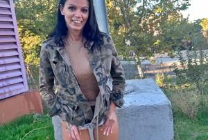 Putalocura|Pilladas - Se quita las bragas en el parque - Nina Roca [23-10-2020]