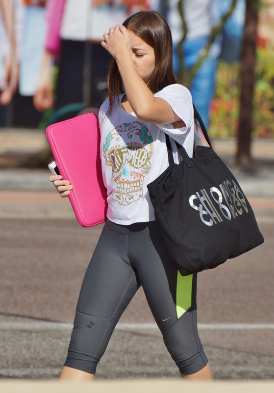 lustful college girl in nike capri leggings