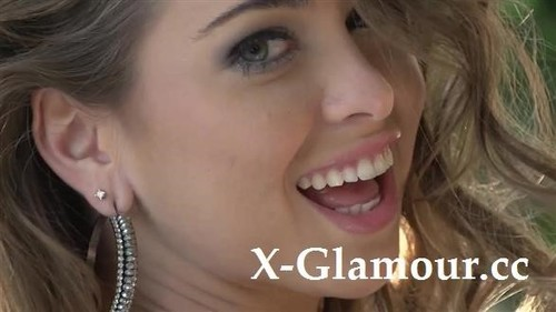 Riley Reid, Veruca James - Skinny Long-Haired Girls Posing And Making Out (HD)