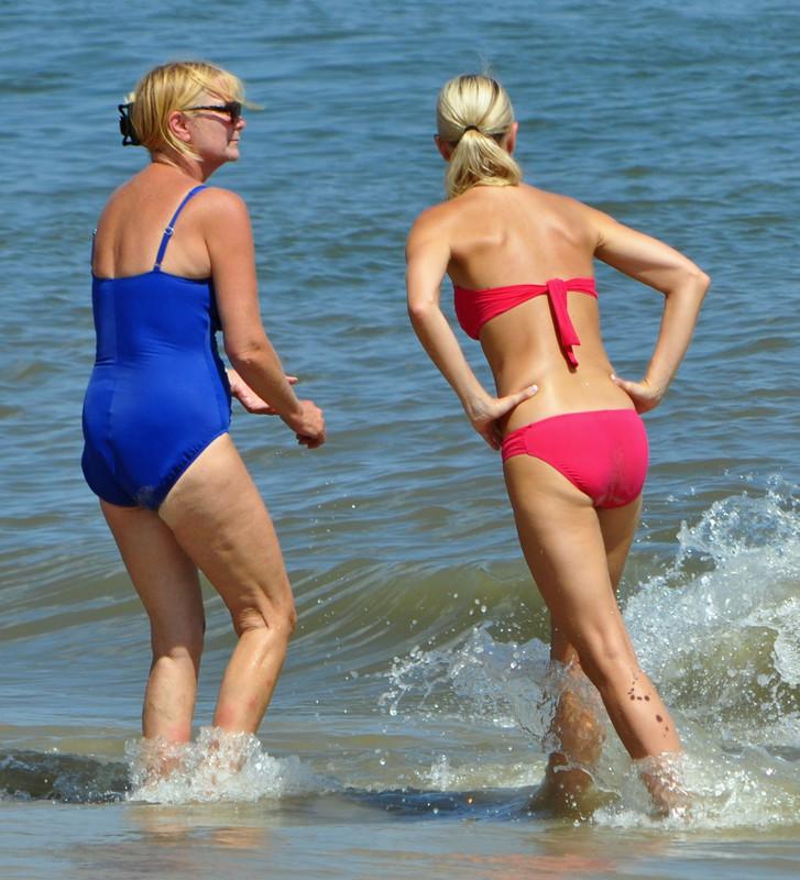 lesbian beach milfs in swimsuit & bikini