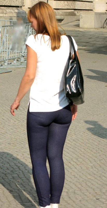 charming booty in tight jeggings