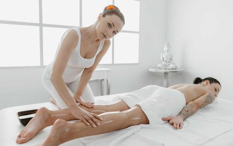 Alya Stark, Sydney Love - 69 Facesitting Lesbians Oil Massage [FullHD 1080P]