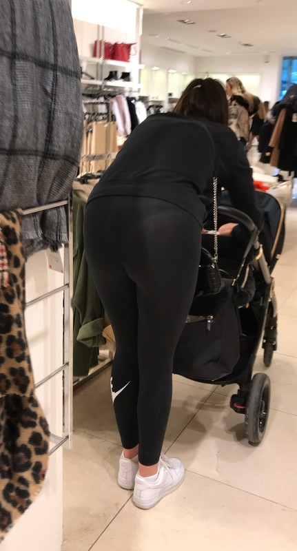 sweet milf booty in nike leggings