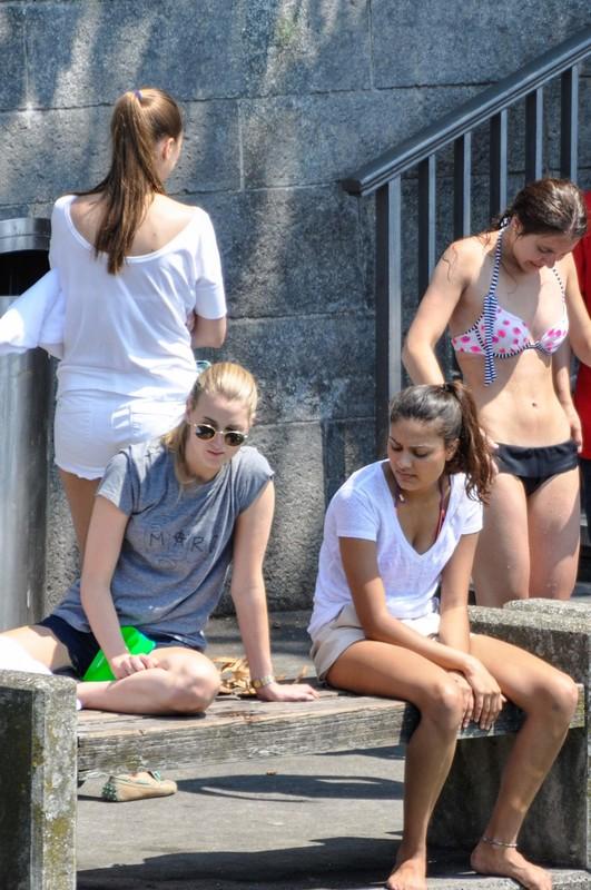 diving girls naughty bikini photos