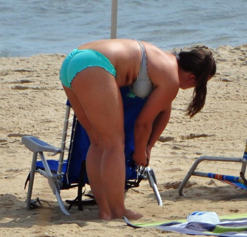 curvy beach mature babe in kinky bikini