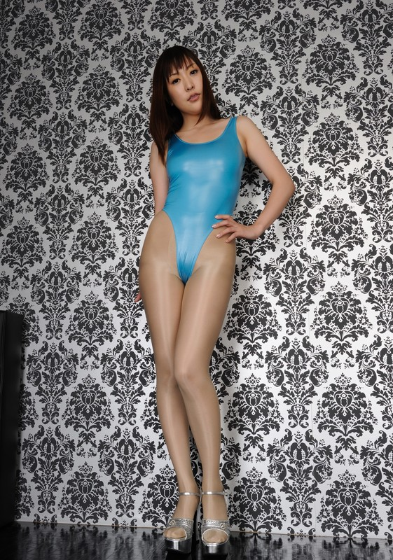 japan model Satozaki Akane in blue swimsuit & pantyhose