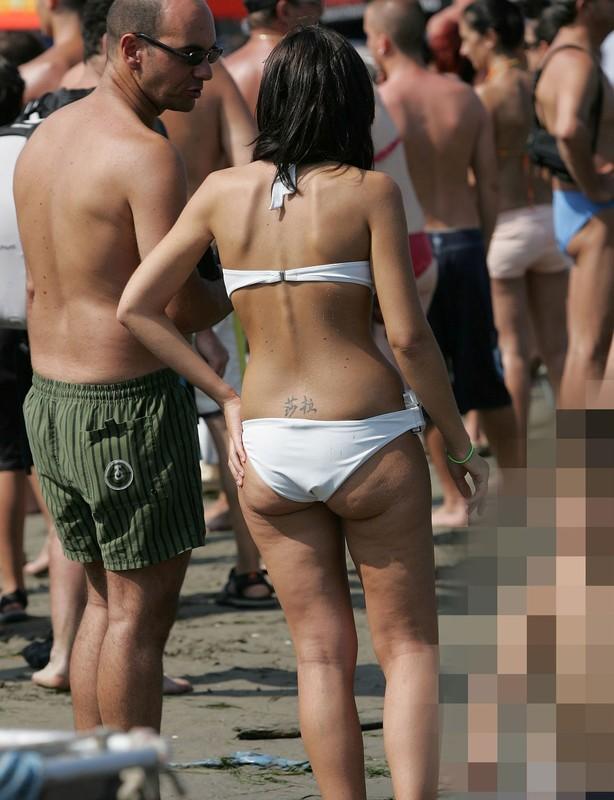 smoker girl in candid bikini