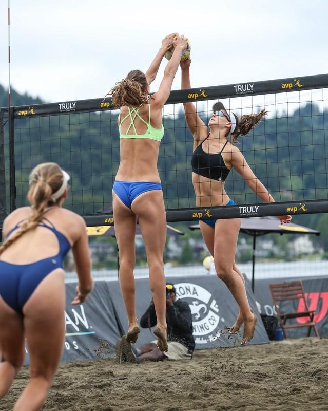 sand volleyball girls in bikini & yogapants