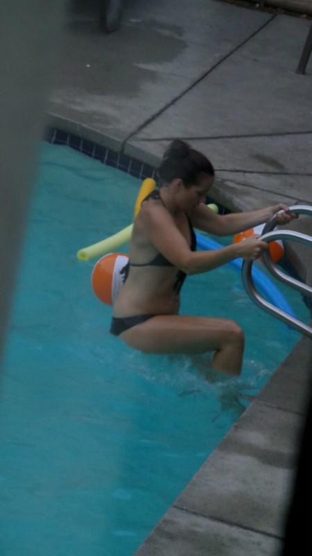 bikini hottie from swimming pool