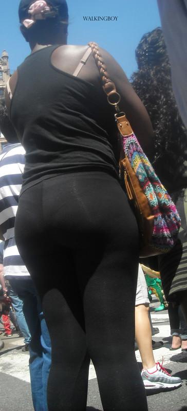 ebony milf in black lycra pants