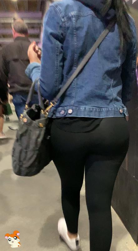bubble butt in candid black leggings