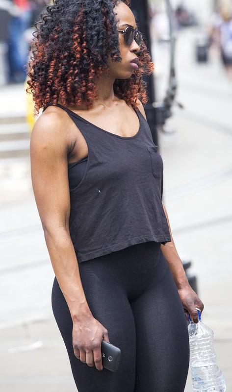 ebony hottie in fitness leggings