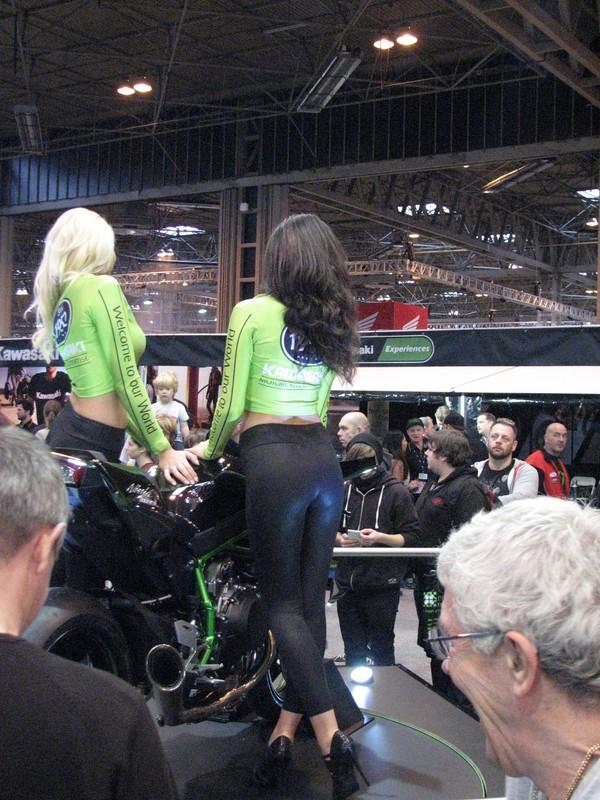 kawasaki motoshow girls in shiny leggings