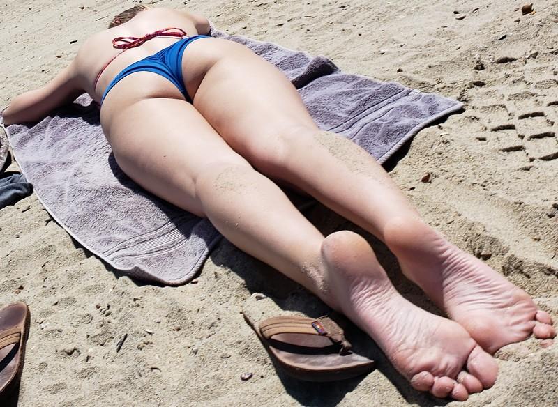 dirty beach lady candid bikini creepshots