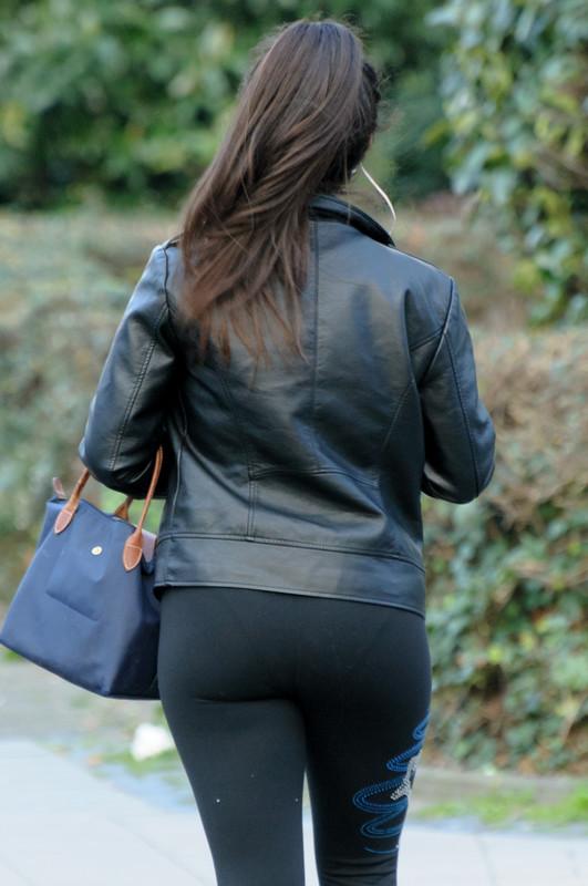decent latina booty in leggings