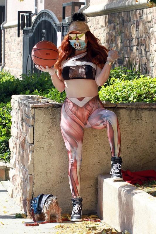 basketball girl Phoebe Price in candid human muscle print leggings
