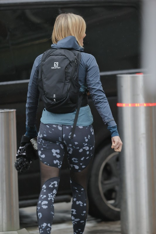 lovely milf Jenni Falconer in sexy gym pants
