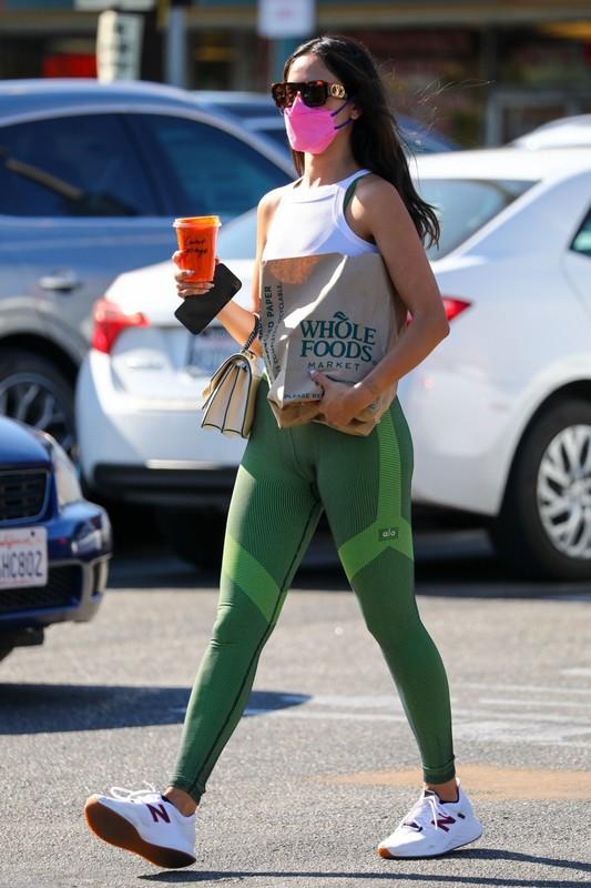 mexican babe Eiza Gonzalez in sexy green leggings