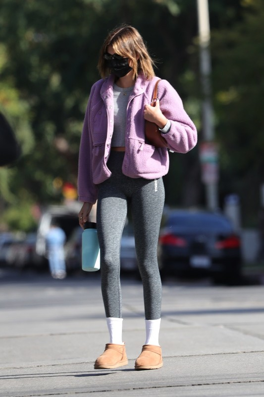 cute chick Kaia Gerber in sexy workout leggings