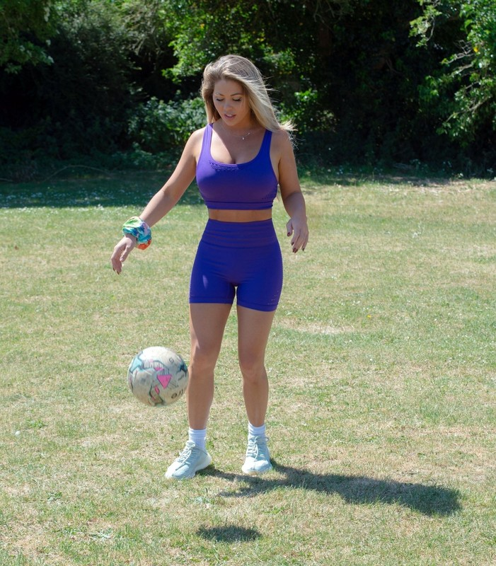 football chikc Bianca Gascoigne in sexy blue lycra outfit
