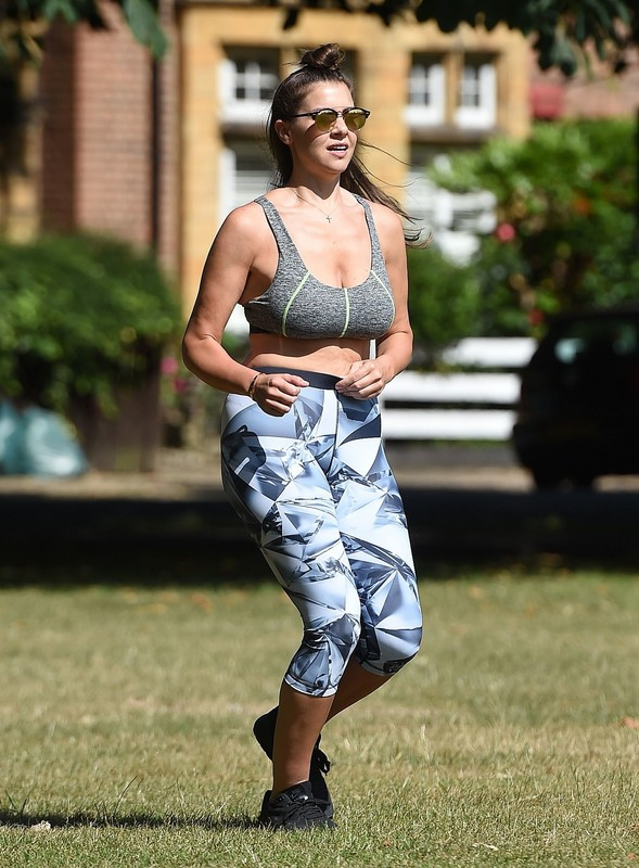 gorgeous babe Imogen Thomas in candid fitness outfit