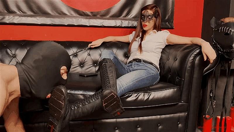 Mistress Victoria Colonna - Lick My Boots [FullHD 1080P]