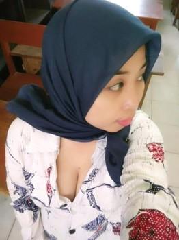 Tante Hijab Montok Toket Bulat Menggemaskan