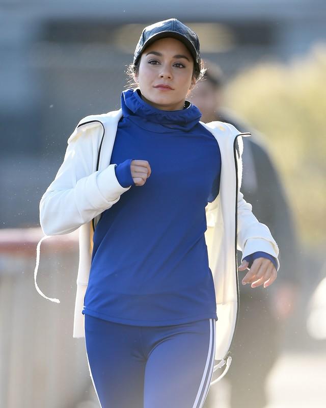 hot babes Jennifer Lopez & Vanessa Hudgens yogapants jogging album