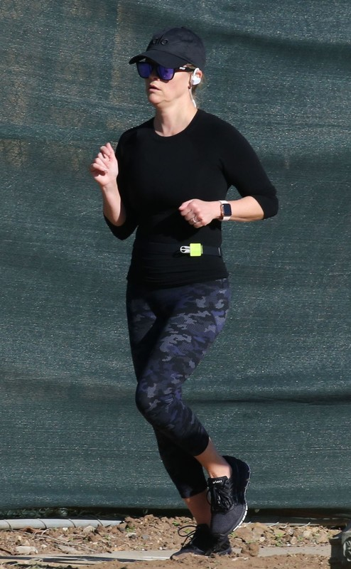 hot jogger Reese Witherspoon in candid lycra pants