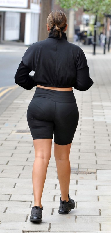 curvy jogger lady Malin Andersson in sexy black spandex shorts